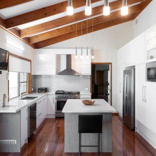 Glossy White Keperra Kitchen
