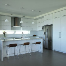 Modern Kitchen by studiohw | Heather Weiss