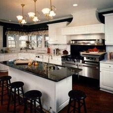 Traditional Kitchen by Downey Robbins Szafarz Architects Inc.