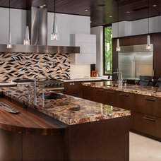 Contemporary Kitchen by Alonso & Associates, Inc.
