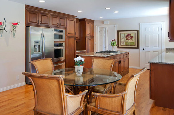 Contemporary Kitchen by mark pinkerton  - vi360 photography