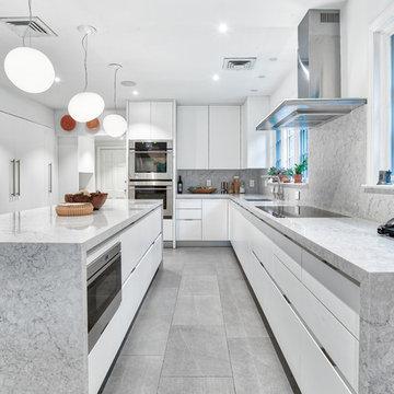 Gorgeous Bright and White Kitchen