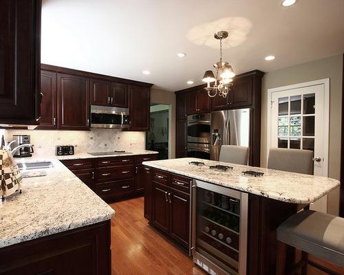 Horseshoe kitchen houzz for 10x11 kitchen designs