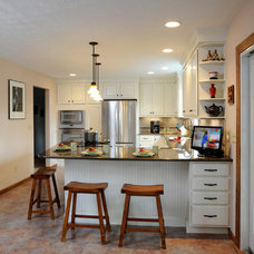 Traditional Kitchen by Greater Dayton Building & Remodeling