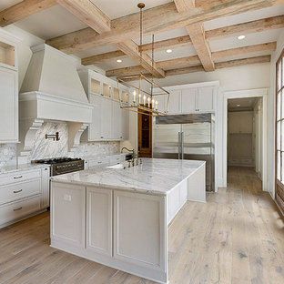 Transitional kitchen designs - Inspiration for a transitional kitchen remodel in New Orleans