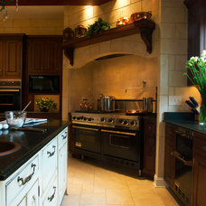 Traditional Kitchen by Kitchens by Request