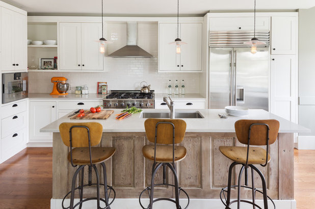 Transitional Kitchen by Terris Lightfoot Contracting Ltd.