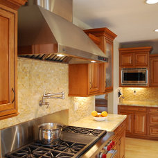 Traditional Kitchen by Kitchen Mart