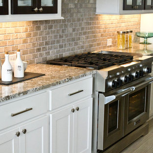 Contemporary kitchen designs - Inspiration for a contemporary kitchen remodel in Houston