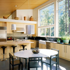 Contemporary Kitchen by Heliotrope Architects