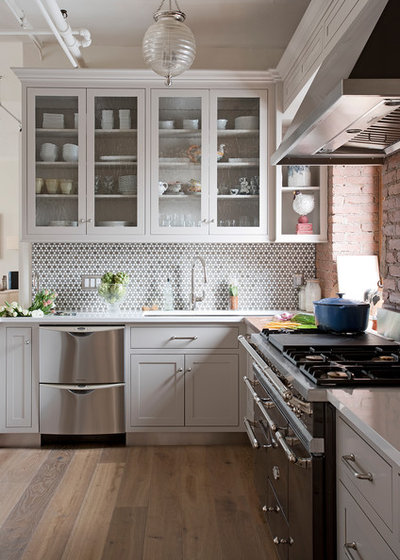 Transitional Kitchen by threshold interiors