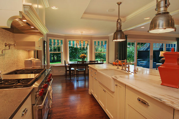Traditional Kitchen by Great Neighborhood Homes