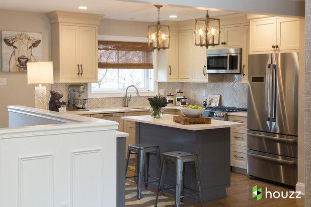 Неоклассика Кухня by Karr Bick Kitchen and Bath