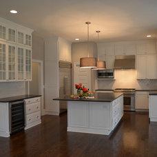 Traditional Kitchen by LQDesign Studio