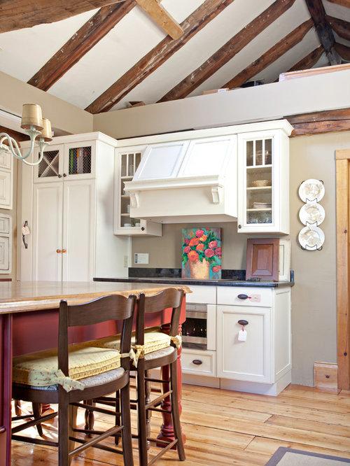 imagen de cocina lineal de estilo de casa de campo de tamao medio
