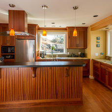Contemporary Kitchen by T Russell Millwork Ltd.