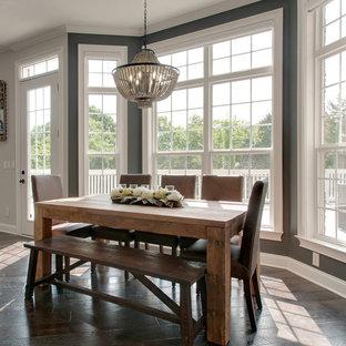 ナッシュビルの広いトランジショナルスタイルのおしゃれなキッチン (エプロンフロントシンク、シェーカースタイル扉のキャビネット、白いキャビネット、大理石カウンター、白いキッチンパネル、レンガのキッチンパネル、シルバーの調理設備、濃色無垢フローリング、茶色い床、マルチカラーのキッチンカウンター) の写真