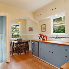Craftsman Kitchen by Seattle Staged to Sell and Design LLC