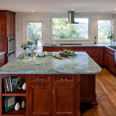 Traditional Kitchen by MJM interior design