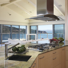 Contemporary Kitchen by Mahoney Architects & Interiors