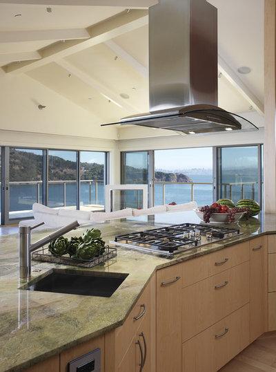 Contemporary Kitchen by Mahoney Architects & Interiors