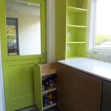 Modern Kitchen by B&R Creative Builders