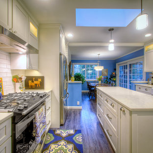 Mid-sized eclectic eat-in kitchen designs - Mid-sized eclectic u-shaped eat-in kitchen photo in Portland with an island