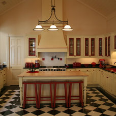 Traditional Kitchen by Creative Kitchens/Rob Stepp