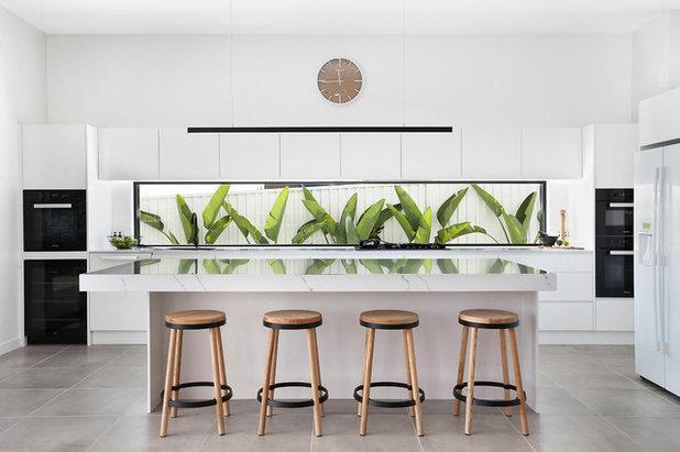 Contemporary Kitchen by Clinton Built Pty Ltd