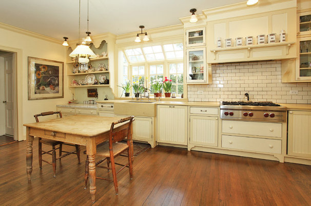 Traditional Kitchen by fabrichouse