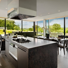 Modern Kitchen by Gregory Phillips Architects