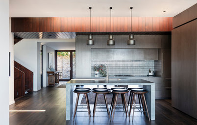 Room of the Week: A Luxurious Low-Maintenance Seaward Kitchen
