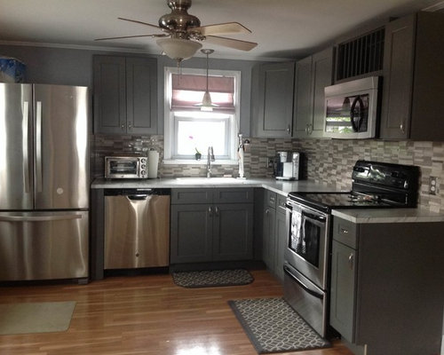 Gray shaker kitchen cabinets for Autumn shaker kitchen cabinets