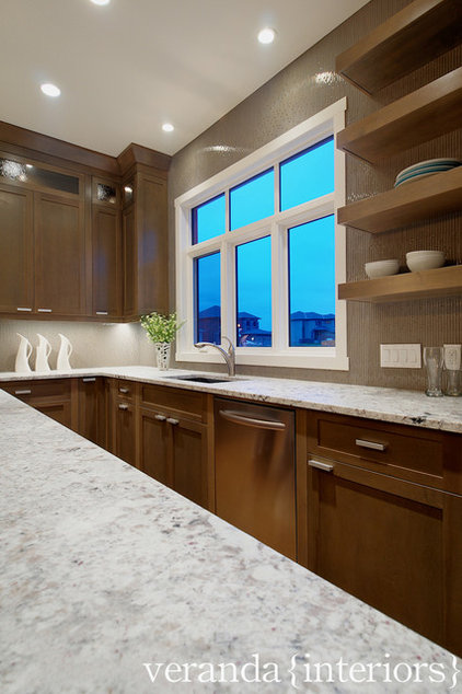 Modern Kitchen by Veranda Estate Homes & Interiors