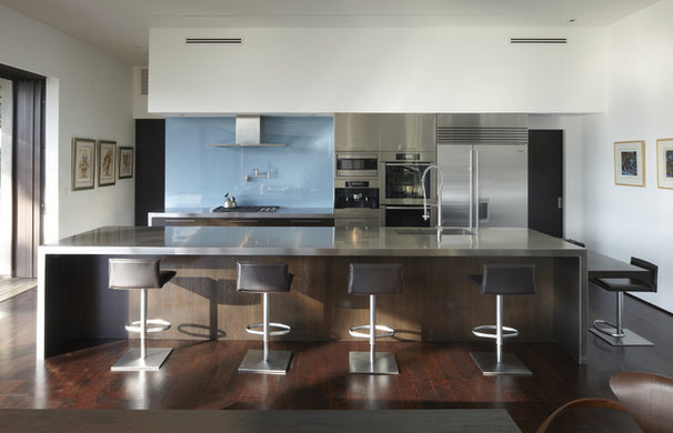 Modern Kitchen by Griffin Enright Architects