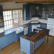Farmhouse Kitchen by Mark Austin Building and Remodeling
