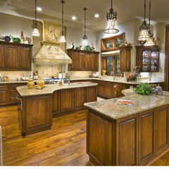 traditional kitchen by Grisell Navas