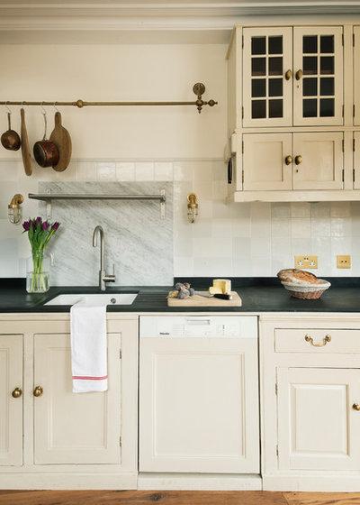 American Traditional Kitchen by MATT architecture LLP