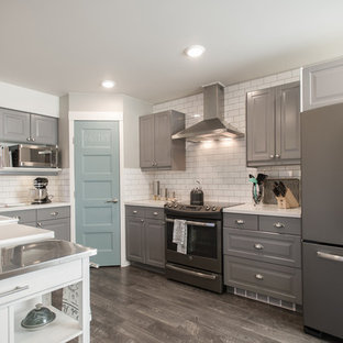 Mid-sized contemporary eat-in kitchen ideas - Mid-sized trendy u-shaped plywood floor eat-in kitchen photo in Other with a farmhouse sink, beaded inset cabinets, gray cabinets, quartz countertops, white backsplash, ceramic backsplash, colored appliances and a peninsula