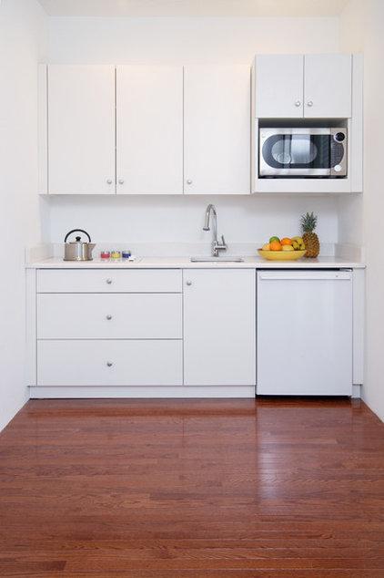 Modern Kitchen by Commonwealth Home Design