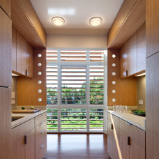 Modern Kitchen by Stephen Yablon Architect, PLLC