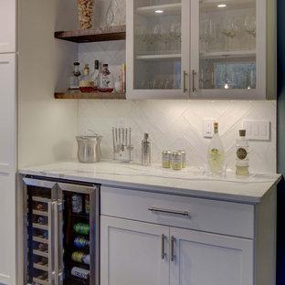 Guest-ready kitchen, lounge & bar