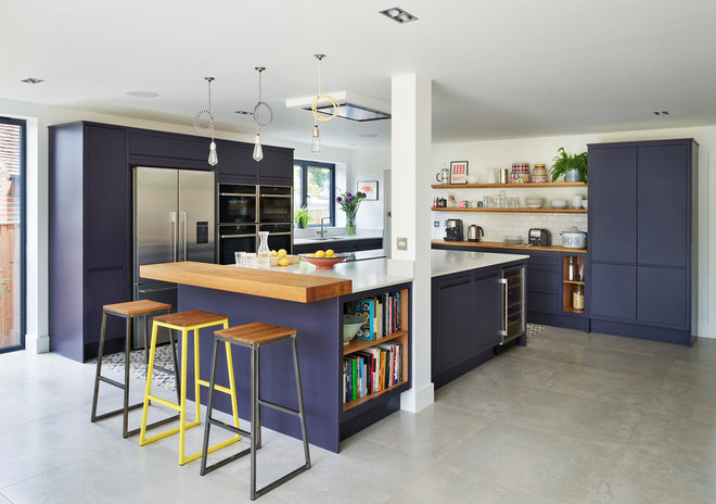 Beach Style Kitchen by Harvey Jones Kitchens