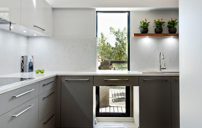 The Pros and Cons of Upper Kitchen Cabinets and Open Shelves