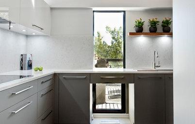 I Pro e i Contro dei Pensili e degli Scaffali a Vista in Cucina