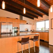 Modern Kitchen by BUILD LLC