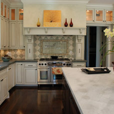 Traditional Kitchen by Sigura Construction