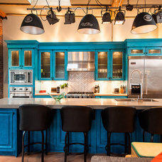 Industrial Kitchen by Beyond Beige Interior Design Inc.
