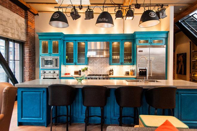 Industrial Kitchen by Beyond Beige Interior Design Inc.