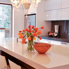 Contemporary Kitchen by Urban Ideas Inc.